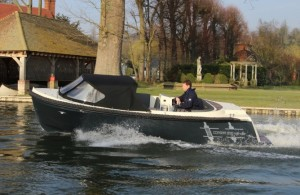 Corsiva 590 Tender open day boat outboard powered trailerable starter boat