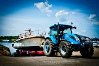 Willow Marina - tractor lift